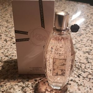 Flowerbomb bloom new in box never used.